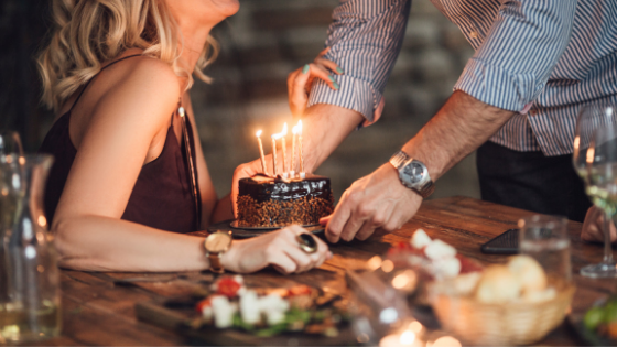 Anniversary cake ideas to have a sweet night with your partner